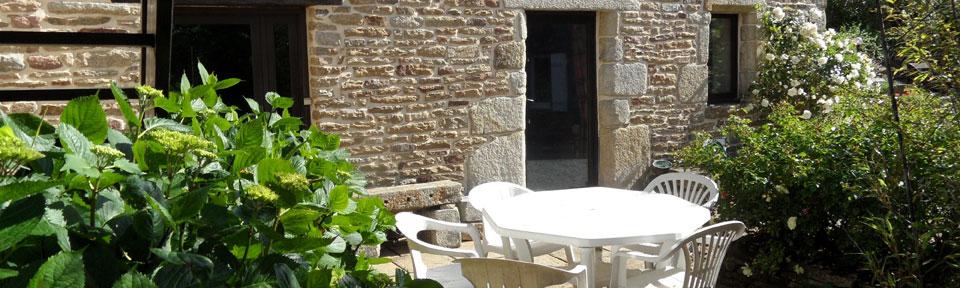 Les Pieds dans l'Herbe – Chambres d'hotes et gîtes – Rosporden – Finistère Bretagne - table de jardin
